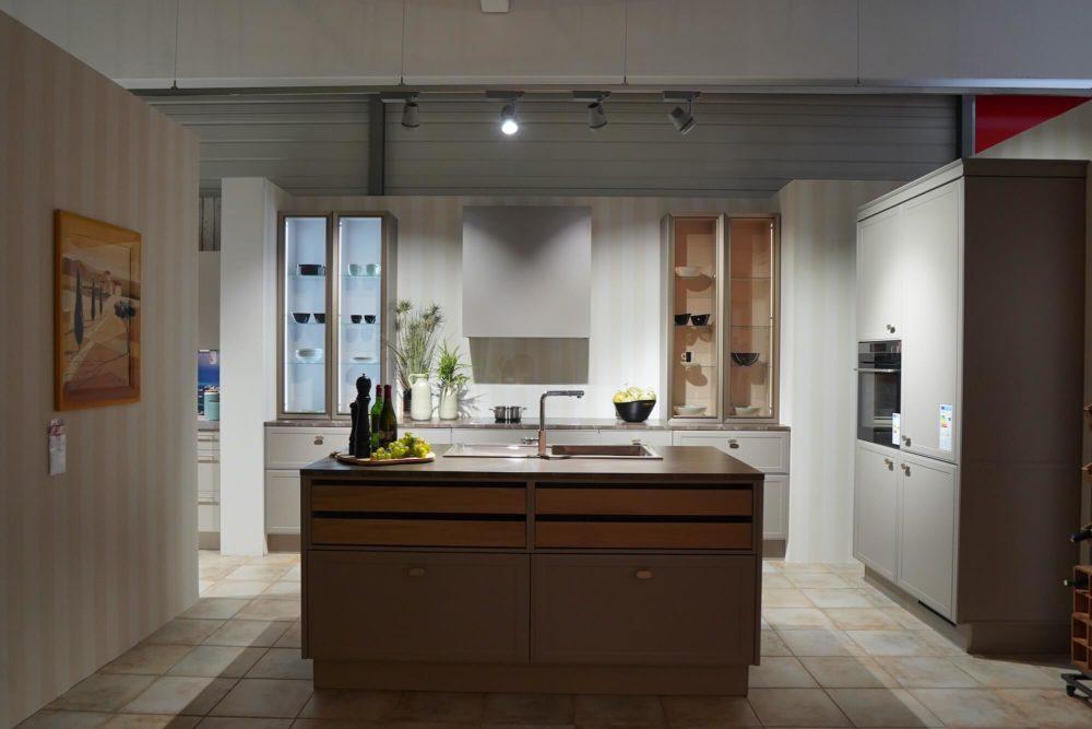 Design Inselküche Torino Lack Marmor Arbeitsplatte und Hausgeräte Nolte