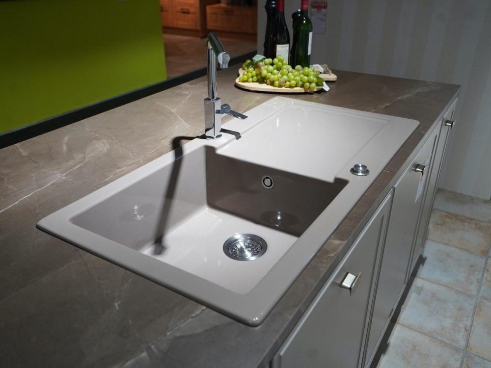 Inselküche Torino Lack Marmor Arbeitsplatte und Hausgeräte Nolte Design