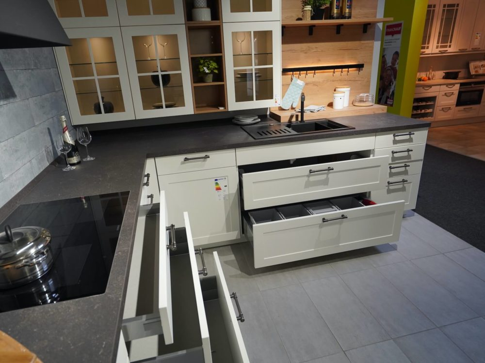 Küche weiß L-Form Lack matt Landhaus