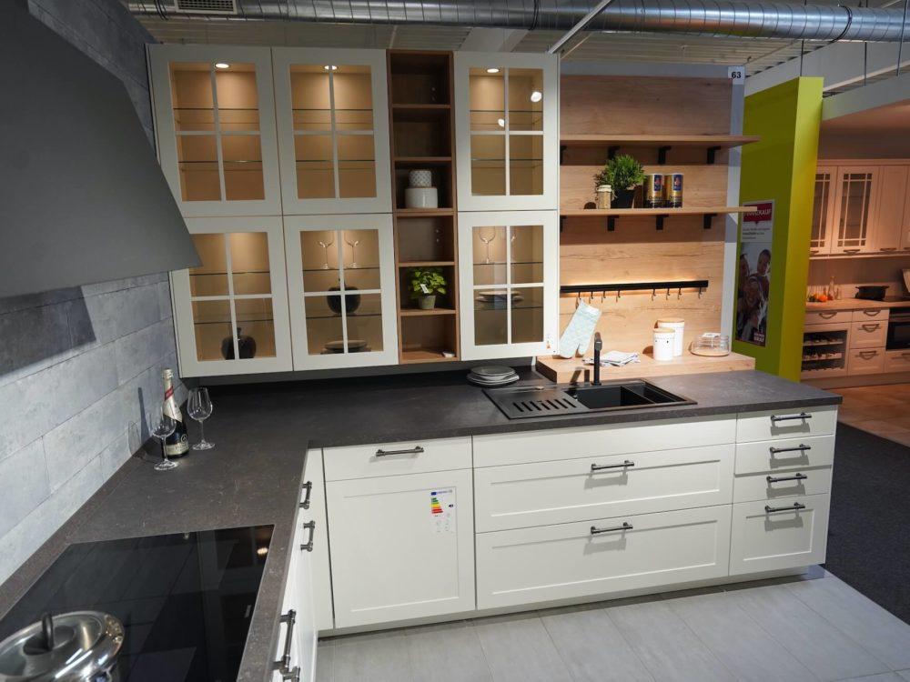 L-Form Landhaus Küche weiß Lack matt