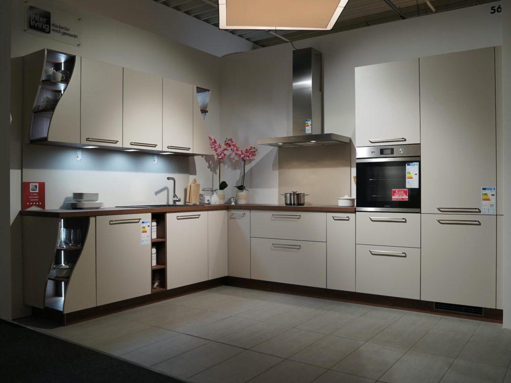 L-Küche modern Lack softmatt Arbeitsplatte Nussbaum
