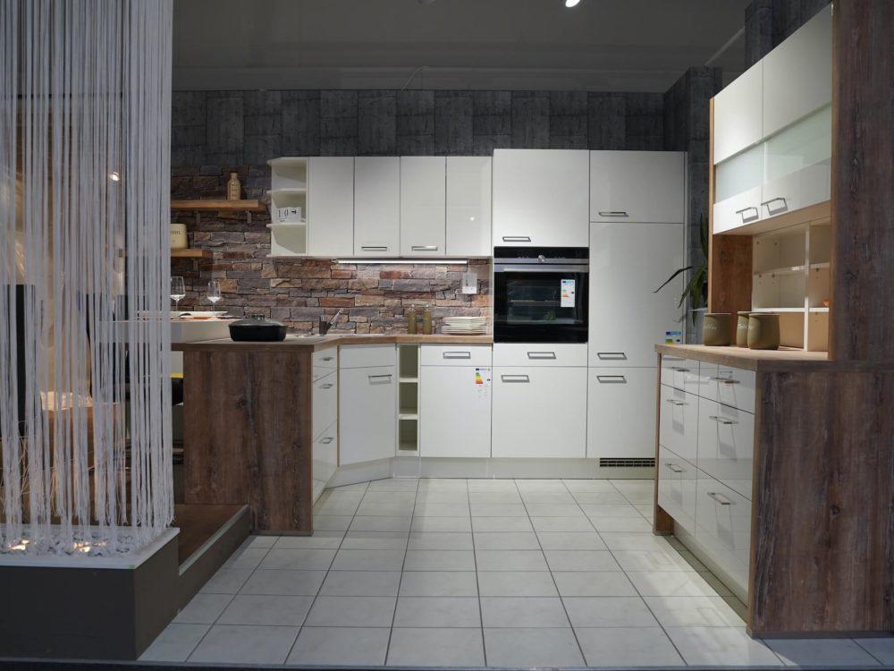 Nobilia Flash L-Küche modern weiß Hochglanz Arbeitsplatte Echtholz mit Wandschrank