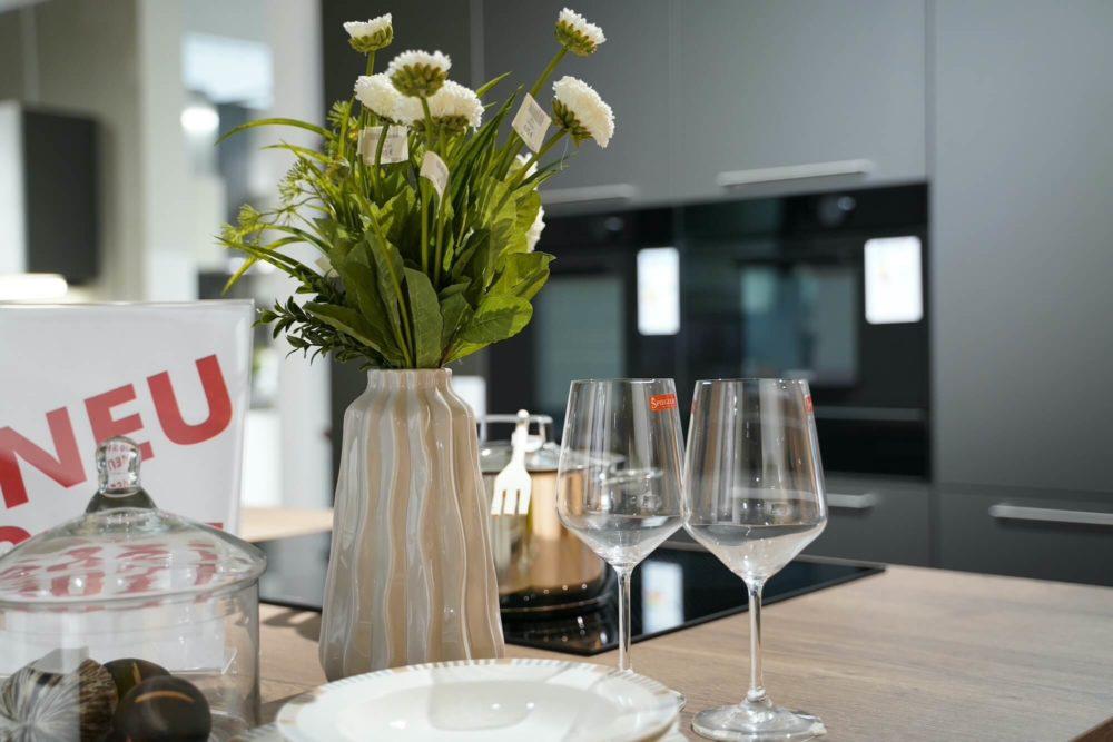 Nobilia Inselküche Glas Artis matt Titan Schiefergrau