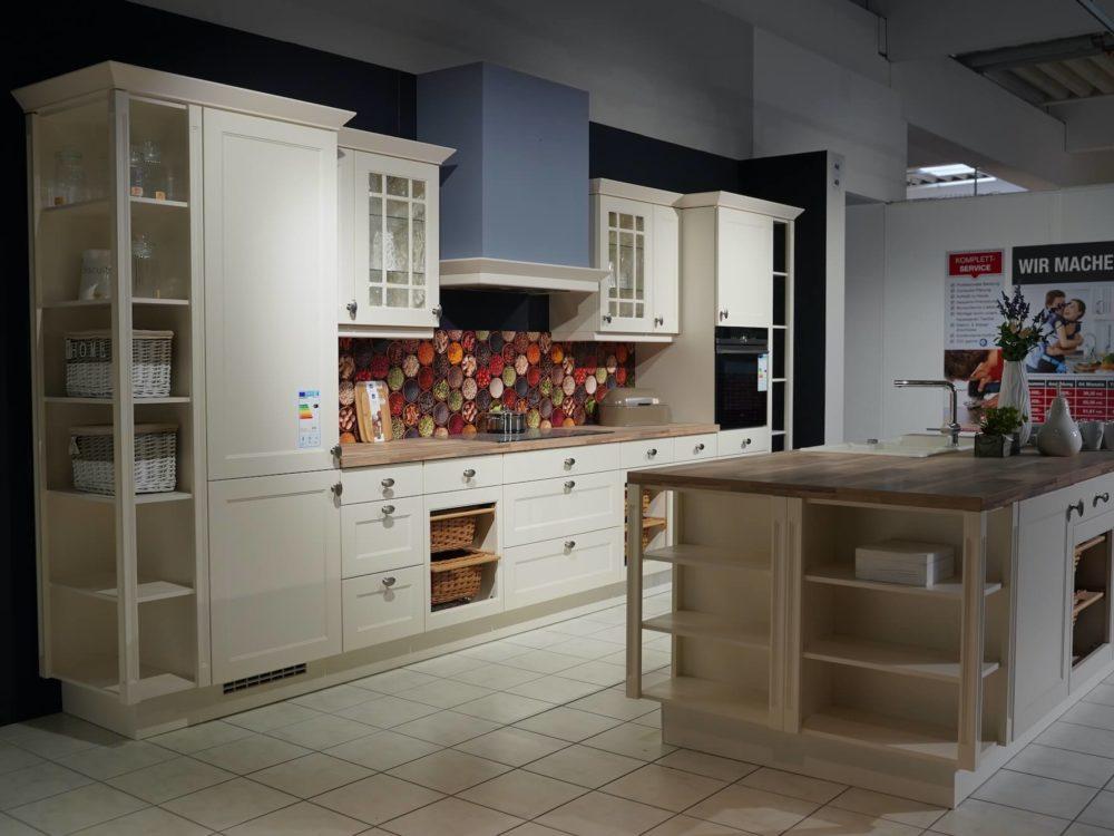 Nobilia Landhausküche Chalet mit Kücheninsel Magnolia matt