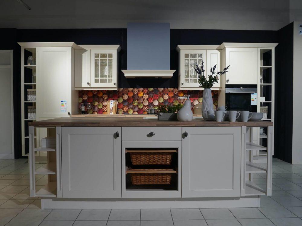 Nobilia Landhausküche mit Kücheninsel Chalet Magnolia matt