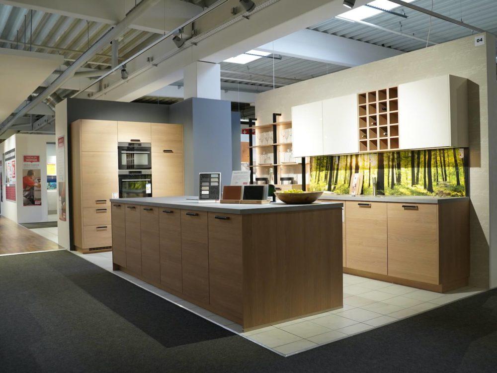 Nobilia Moderne Inselküche Eiche Magnolie matt mit Küchenzeile