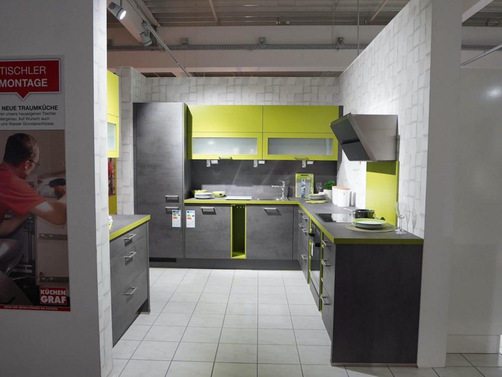 Nobilia Riva L-Küche Beton Schiefergrau mit Wandschrank in grün