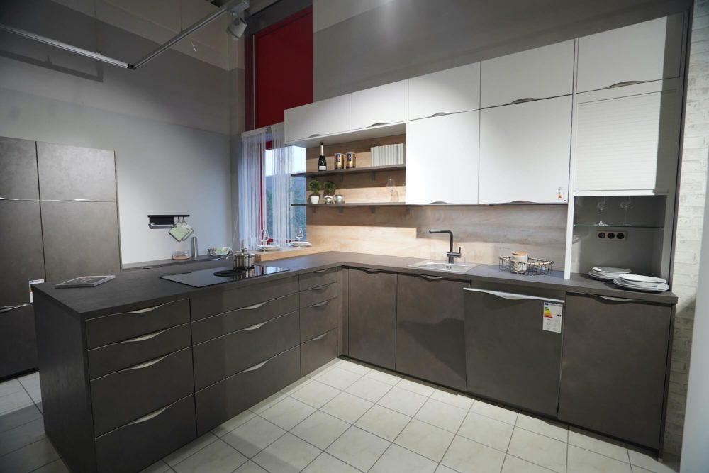 Nobilia Riva L-Küche Steingrau Beton mit Wandschrank und Esstheke
