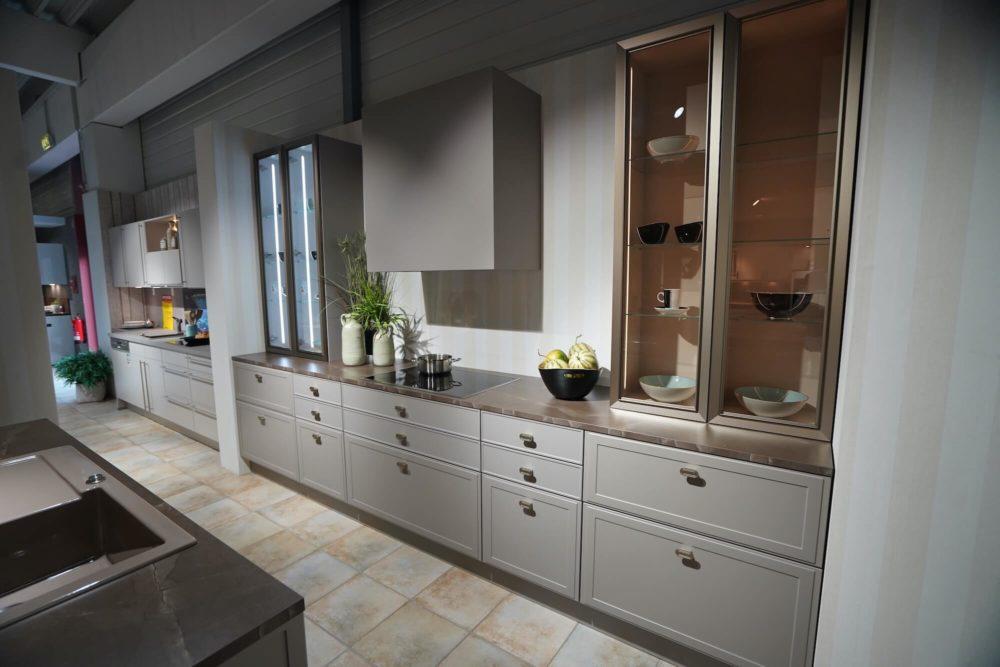 Nolte Design Inselküche Lack Marmor Arbeitsplatte und Hausgeräte Torino