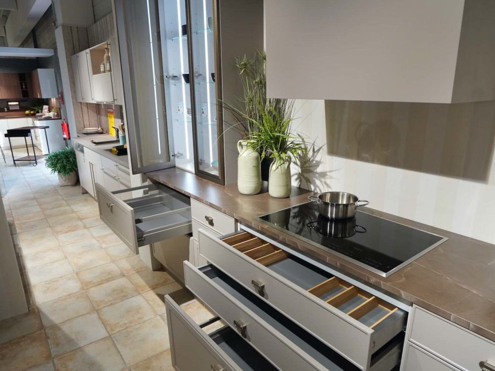 Nolte Design Inselküche Torino Arbeitsplatte und Hausgeräte Lack Marmor