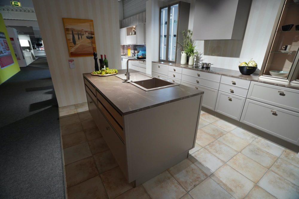 Nolte Design Torino Lack Marmor Arbeitsplatte und Hausgeräte Inselküche