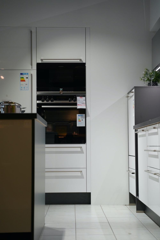 Steingrau Nobilia moderne Insel Küche Lack Hochglanz Inselküche