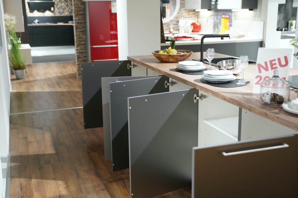 Titan Nobilia Inselküche Artis Glas matt Schiefergrau