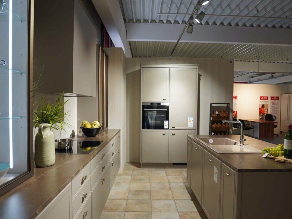 Torino Nolte Design Inselküche Lack Marmor Arbeitsplatte und Hausgeräte