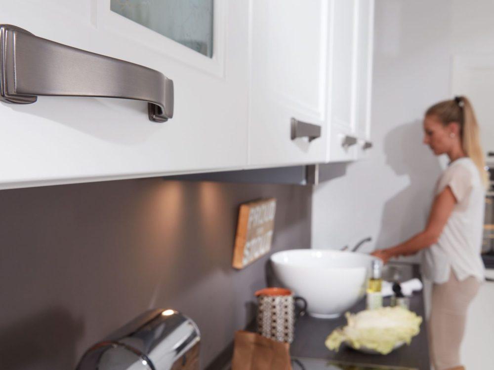 Hochschrank Landhausküche weiß Küchenzeile