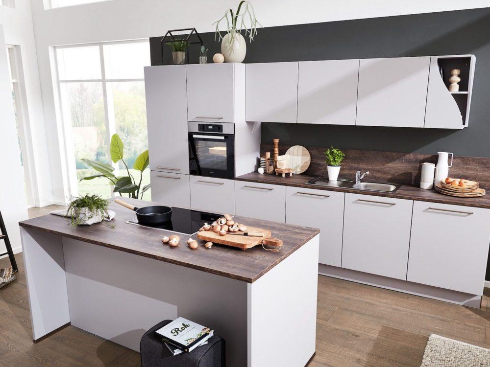 Insel Küche modern Lack Fronten grau Platin softmatt grifflos