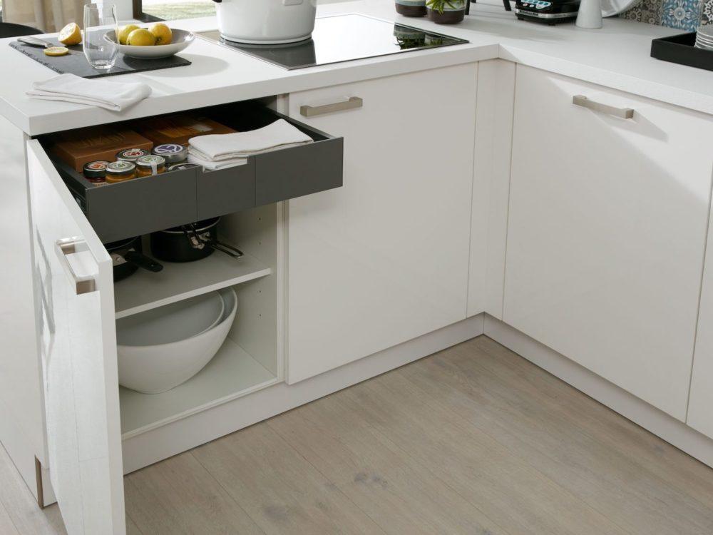 L-Küche modern edelstahl Griffen Lack Fronten hochglanz weiß