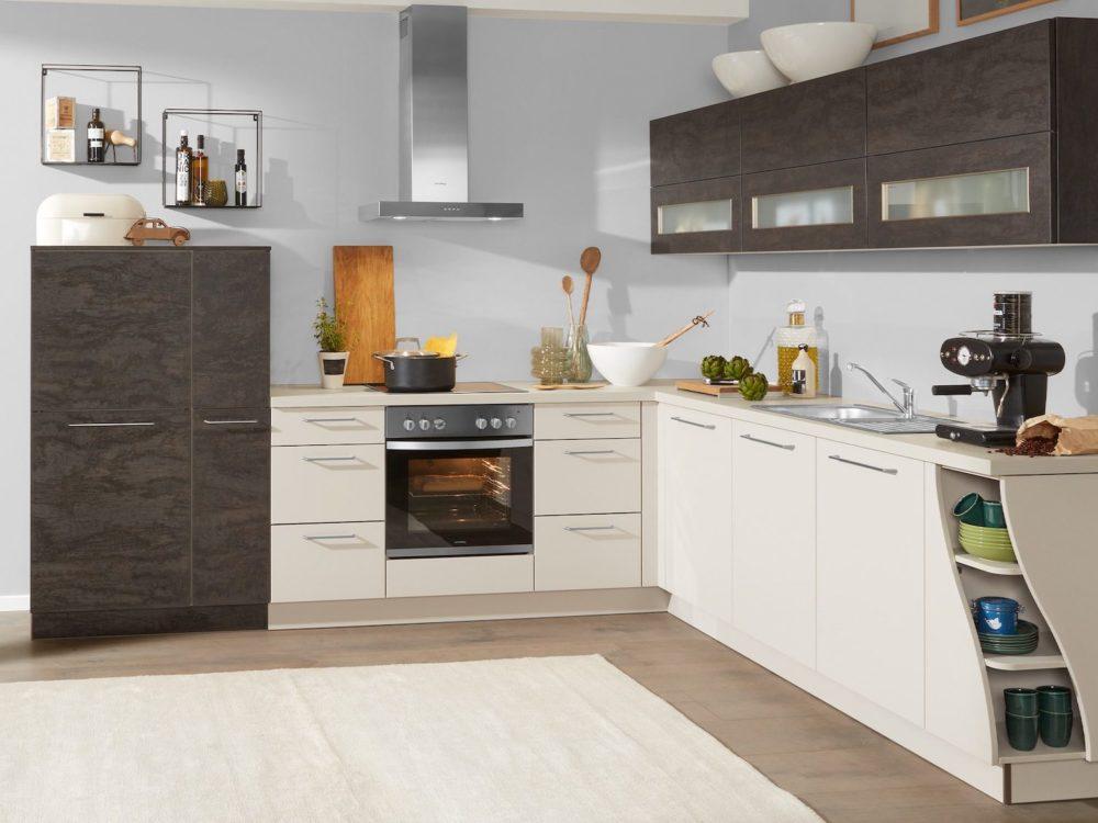 L-Küche wave Regale Fronten matt sahara und edelstahl Griffe