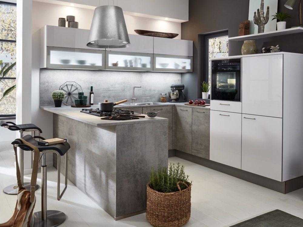 Lackfronten weiß Moderne U-Küche Beton Optik Esstheke